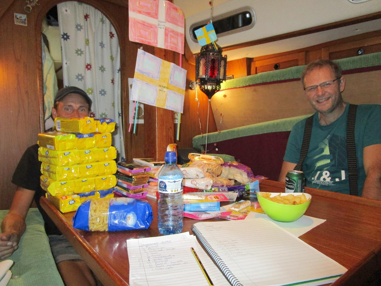 Öl, chips och listor det var kvällens arbete