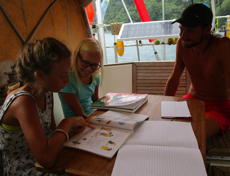 Mathilda har spanska med holländska Maika, idag är Thomas lärare