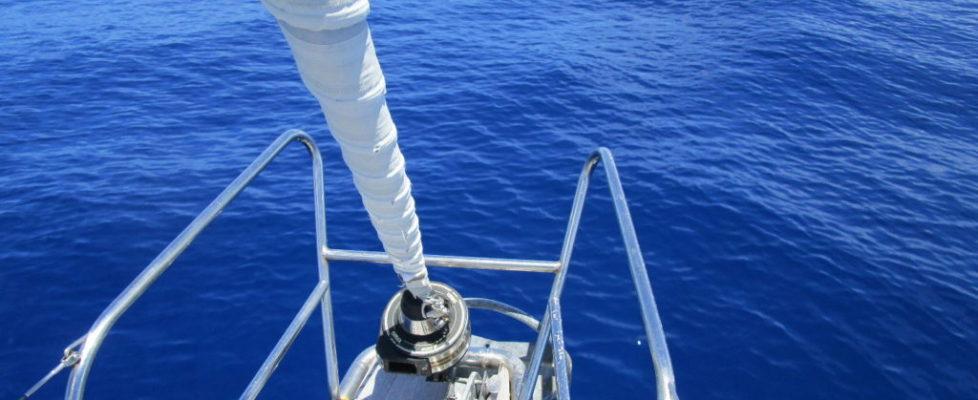 Atlantens fina färg och en tacksamhet över ett lugnt hav och en hel båt
