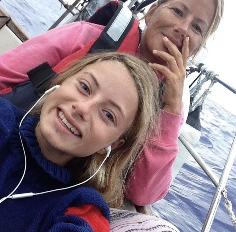 Margareta och Mathilda funderar och spekulerar på Atlanten